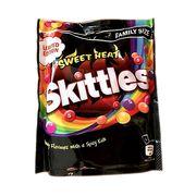Драже Фруктовое ассорти с острым вкусом Sweet Heat Skittles 196 гр, фото 1