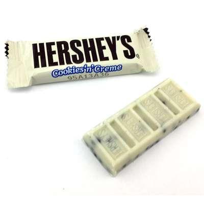 Белый шоколад с печеньем Hershey's Cookies'n'Creme 8 Snack 102 гр, фото 2
