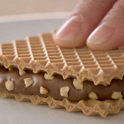Хрустящие вафли с шоколадным кремом и кусочками фундука Hanuta 44 гр, фото 5